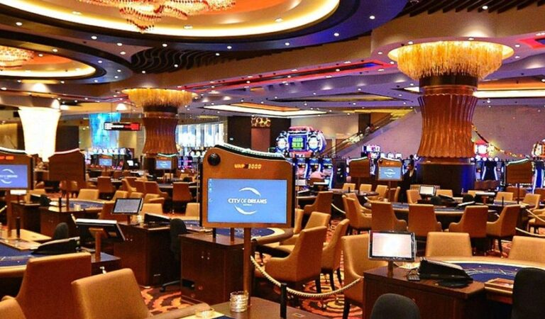 Tips To Stay At The Top Of The Money Management Game While Gambling