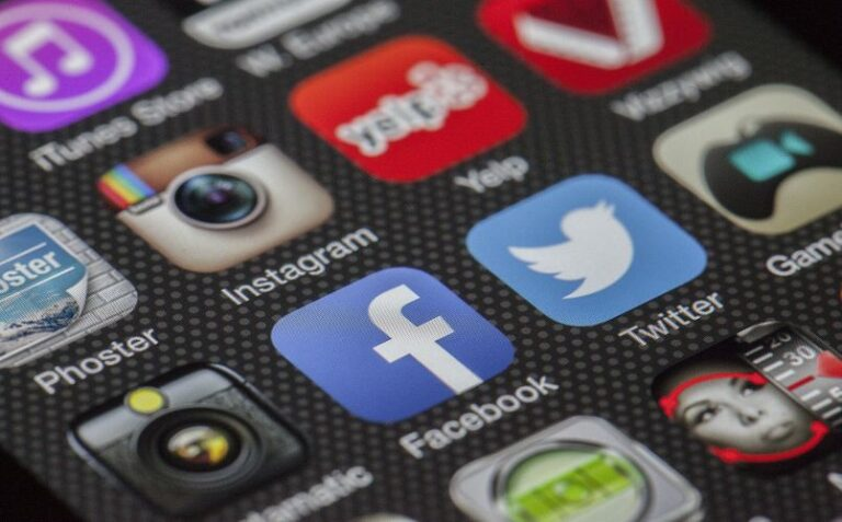 How to Make Smart Social Media Prediction With the Help of Data